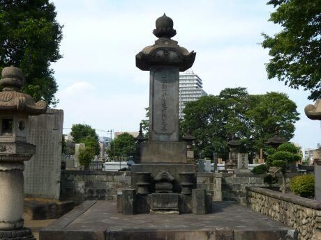 伊達宗城の墓.jpg