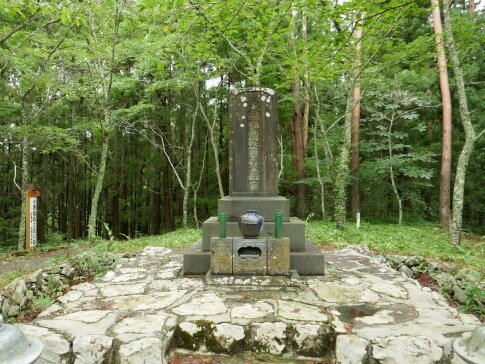 伊達小次郎の墓6.jpg