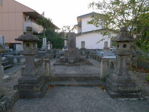 会津藩戦死者の墓.jpg