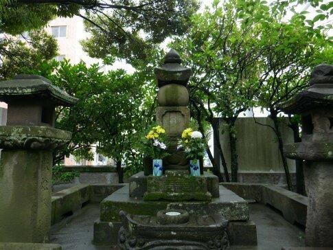 僧月照の墓3.jpg