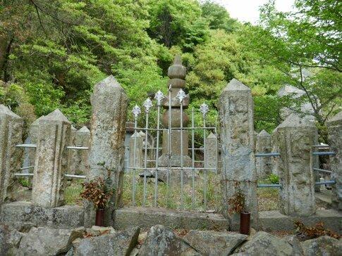 児島高徳の墓2.jpg