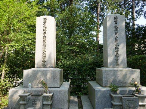 児玉源太郎夫妻の墓.jpg