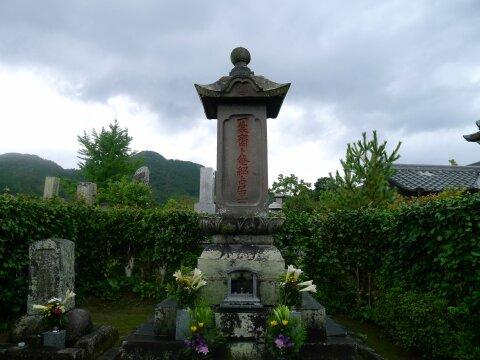 円清寺 栗山善介の墓.jpg