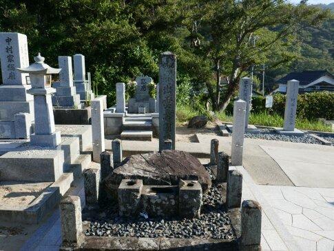 出雲阿国の墓3.jpg