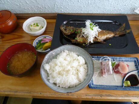 刺身付き煮魚定食(ムツ).jpg