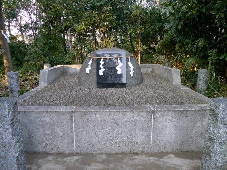 勝淵神社 兜塚.jpg