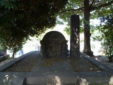 勝精の墓.jpg