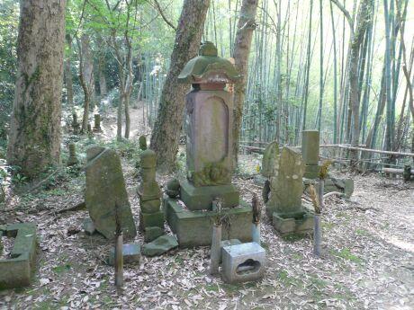 北条氏照の墓.jpg