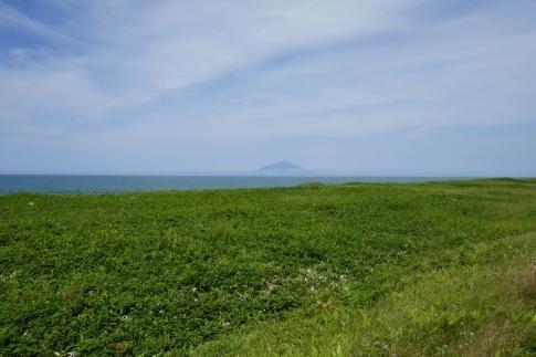 北緯45度のモニュメント  利尻富士.jpg