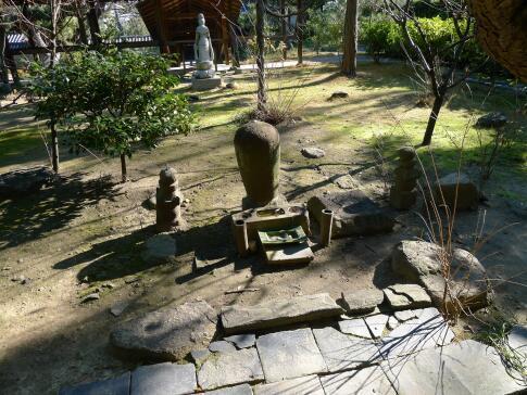南宗寺 徳川家康の墓.jpg