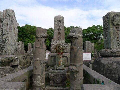 南州墓地 別府晋介の墓.jpg
