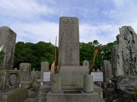 南州墓地 村田新八の墓.jpg