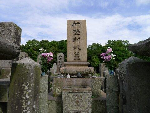 南州墓地 桐野利秋の墓.jpg
