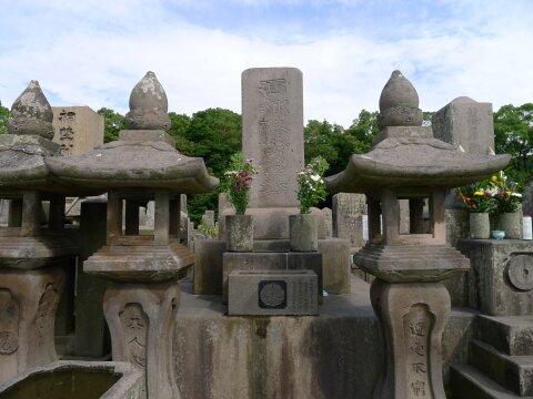 南州墓地 西郷隆盛の墓.jpg