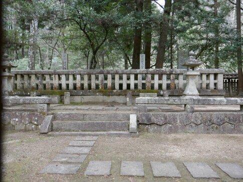 吉川元春の墓.jpg