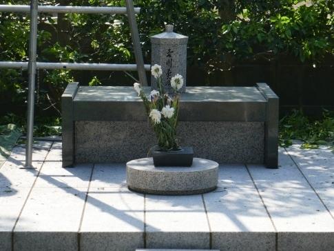 吉川英治の墓.jpg