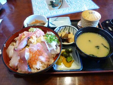 味くらべ 海鮮丼.jpg
