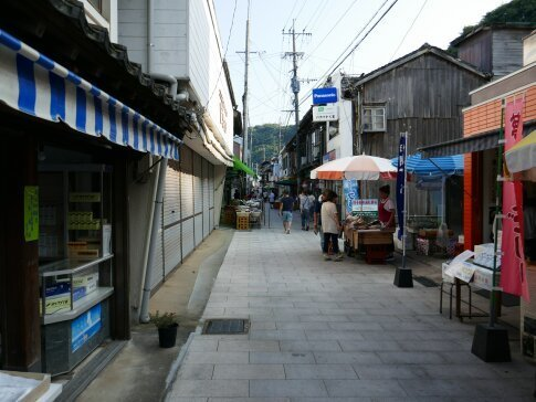 呼子朝市通り4.jpg