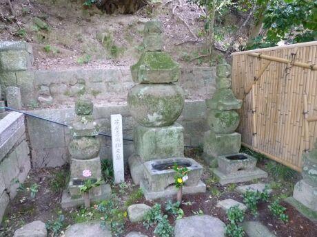 土田御前の墓.jpg