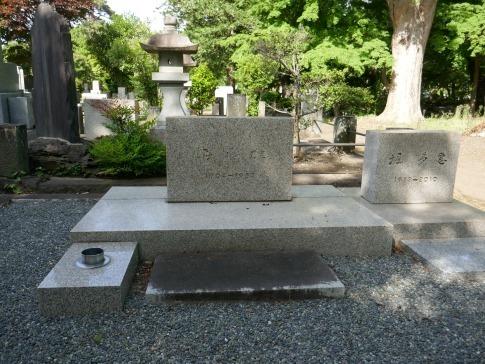 堀辰雄の墓.jpg