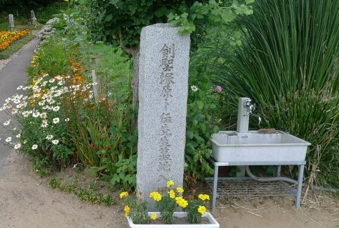 塚原朴伝の墓.jpg