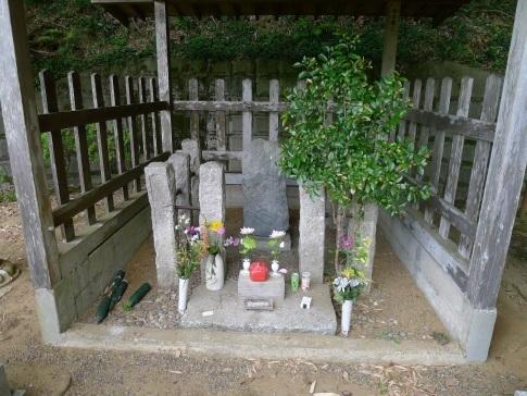 塚原朴伝の墓2.jpg