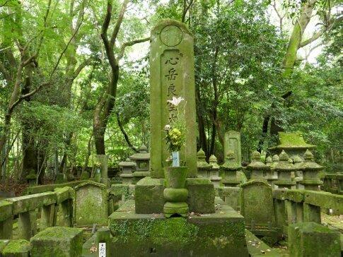 大乗寺跡島津歳久の墓2.jpg