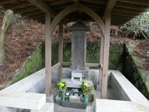 大友宗麟の墓.jpg