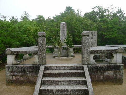 大村益次郎の墓2.jpg