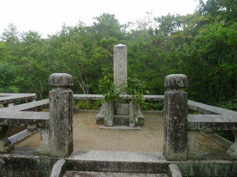 大村益次郎の墓3.jpg