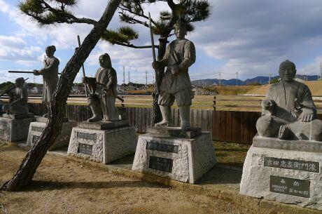 大石神社 47士像.jpg