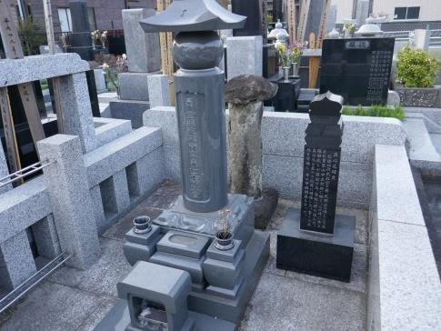 天応院 貞心尼の墓.jpg