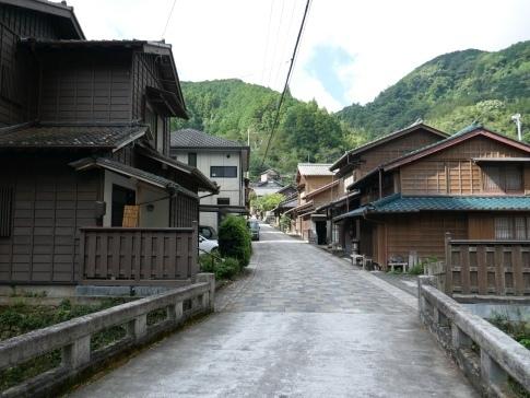 宇津ノ谷の集落.jpg
