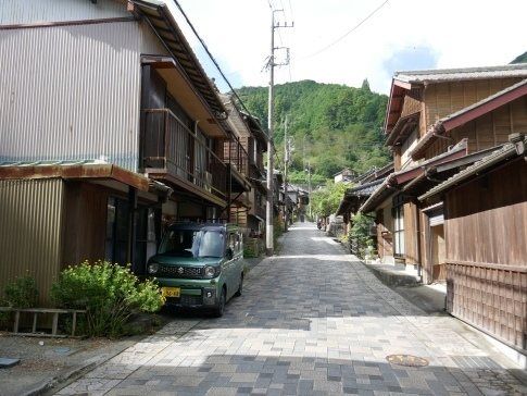 宇津ノ谷の集落2.jpg