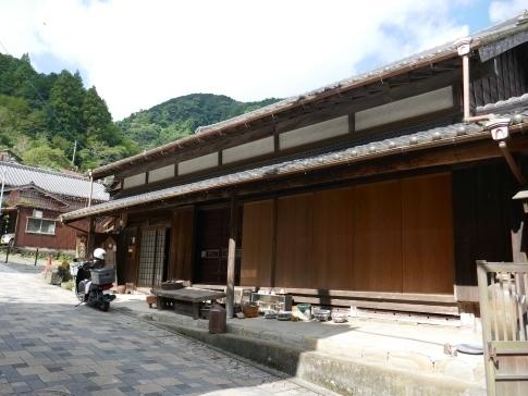 宇津ノ谷の集落4.jpg