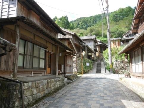 宇津ノ谷の集落5.jpg