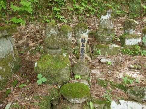 安福寺 村上義清の墓.jpg
