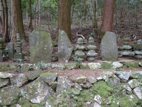 安藤守就の墓.jpg