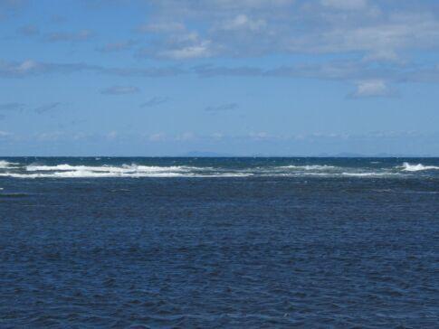 宗谷岬から樺太を臨む.jpg