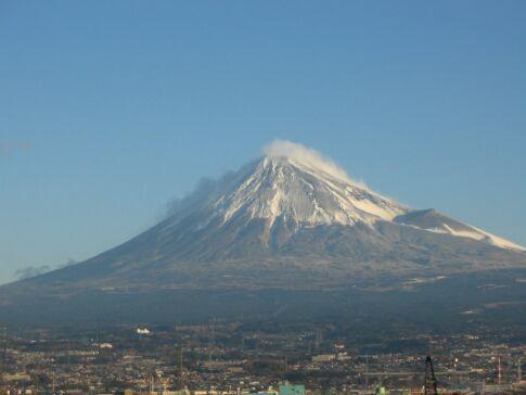 富士と港の見える公園 200502.jpg