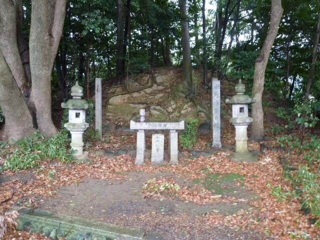 小野妹子の墓2.jpg