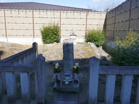 小野篁の墓.jpg