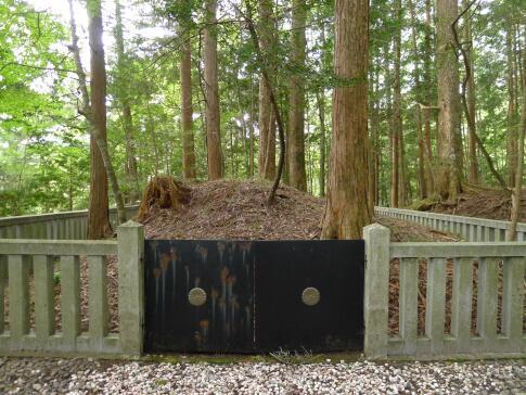 尹良親王の墓.jpg