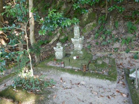 尼子興久の墓.jpg
