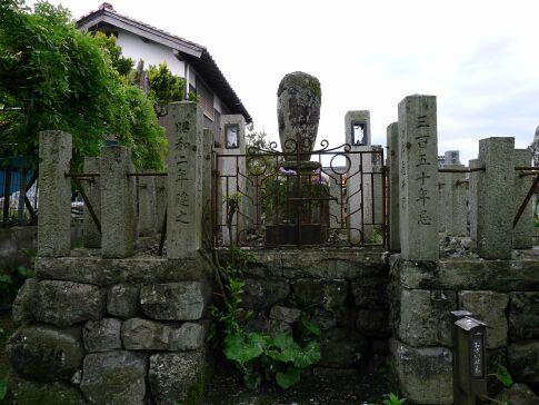 山中鹿之助の墓.jpg