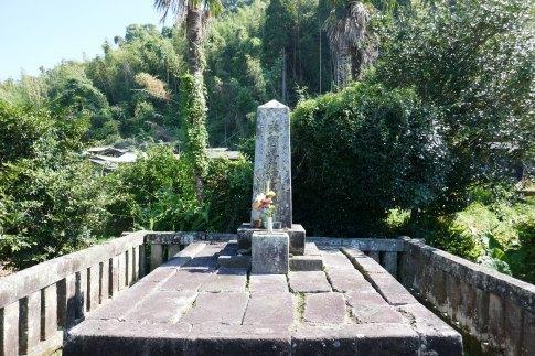 島津義久の墓3.jpg