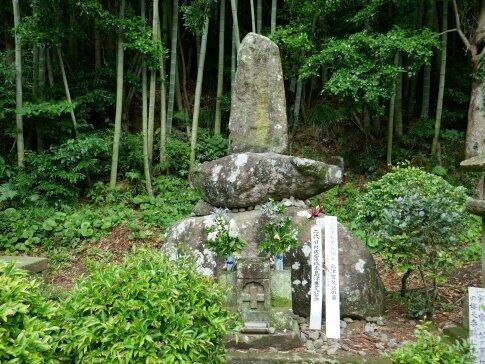 島津豊久の墓.jpg