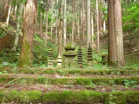常楽寺 石造多宝塔.jpg