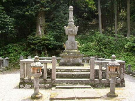 常高寺 お初の墓.jpg