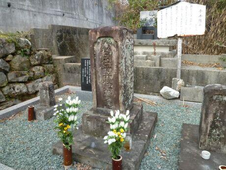 平井収二郎の墓.jpg